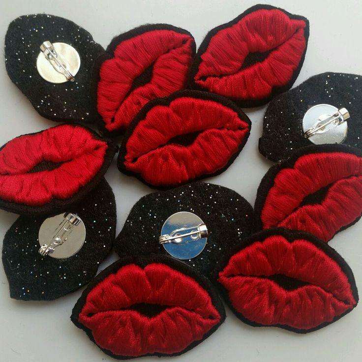 Купить Брошка-значок Губы 3D - губы, значок, значок купить, вышивка на заказ, вышивка
