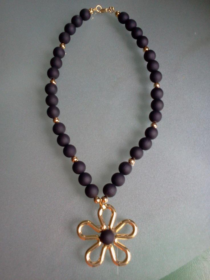 4. Collar negro con flor dorada - ¡¡¡OFERTA!!! Bs. 190 - 04242550767