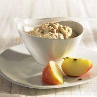 Bircher-Müsli  4 EL Haferflocken (40 g; blütenzart) 150 Milliliter Milch 1 kleiner rotschaliger Apfel (150 g) 1 EL gehackte Haselnüsse 1 TL Honig  + für mich noch quark und milch dazu :)