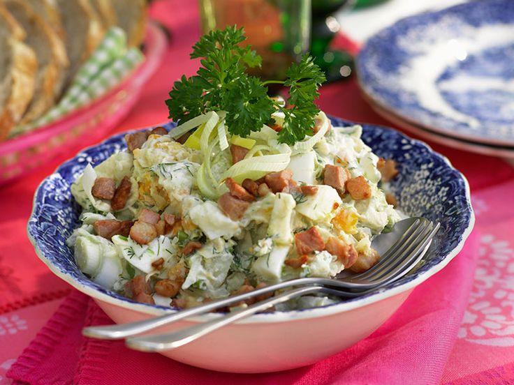 Lunchsallad med avokado och bacon