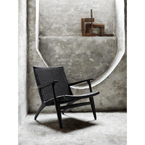 Carl Hansen CH25 fauteuil. Het zit net zo lekker op een papieren zitting als op een leren kussen, misschien nog wel beter zelfs! #CarlHansen #fauteuil #design #Flinders
