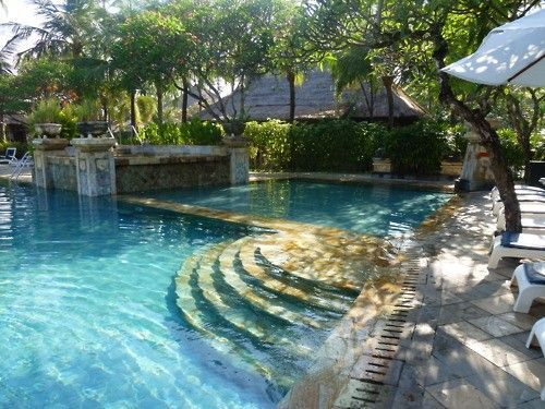 i love this maybe one side is the wading pool love the curvy steps backyard poolsoutdoor