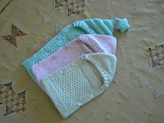 FREE on Ravelry: Petite Angeline pattern by Alba Nature...love the little star bobble on the hood!!