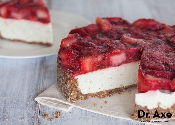 Strawberry Lime Mojito Cheesecake! Delicious and healthy! #dessert #healthydessert #healthycheesecake