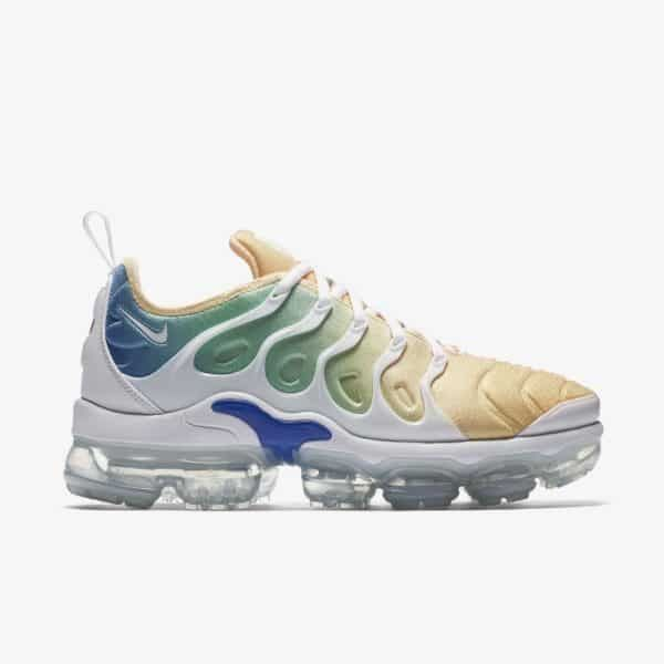 official photos ab408 fc023 Nike Air Vapormax Plus Total Crimson   Ootd, Stylish and Kicks shoes