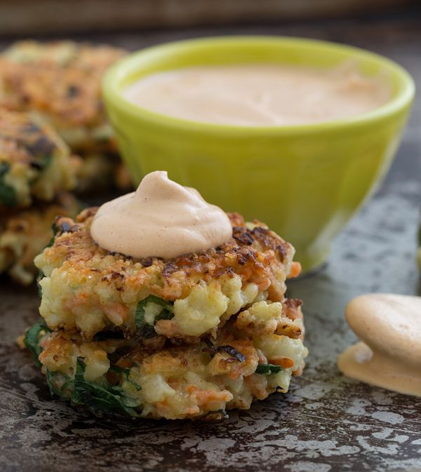 Crispy Cauliflower Carrot Fritters with Smoky Garlic Aioli | Oh My Veggies