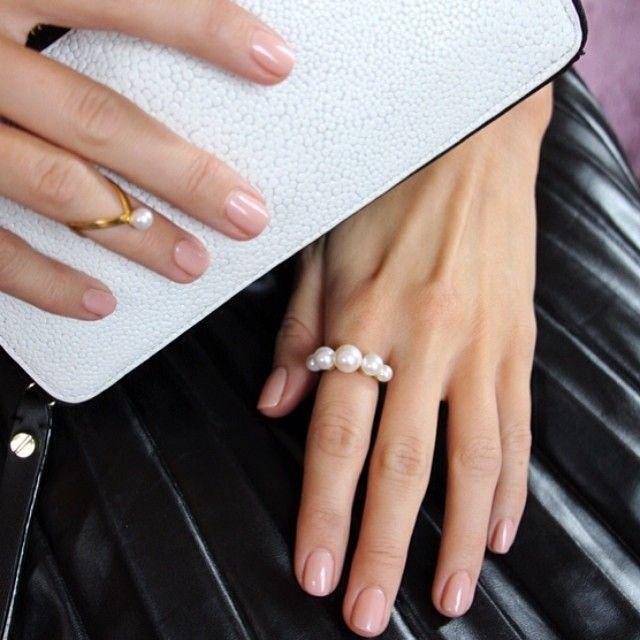 Pretty pearls for pretty girls More info on Blameitonfashion.com Hands belonging to @Stephanie Gundelach #pfw #janekønig #pearls - @BLAME IT ON FASHION- #webstagram