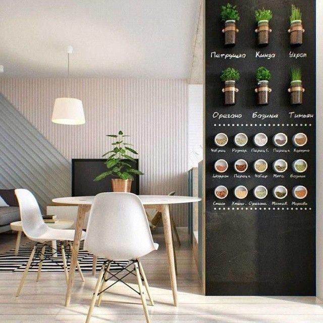 Магнитно-грифельная стена в интерьере стильной однокомнатной квартиры в Москве, выполненная по проекту Анастасии Шевелевой. Стена, покрытая металлическим грунтом и грифельной краской, выполняет и декоративную роль, и вполне функциональную - на ней разместились банки со специями и зеленью, а также подписи, выполненные мелом. На таком покрытии можно рисовать мелом, меловыми маркерами и даже сухой пастелью, а еще к нему отлично крепятся магниты.  Для кухни требуются покрытия не только…