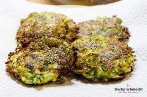 Leckere Zucchini-Kartoffel-Rösti mit gebratenem Fenchel-Kohlrabi Gemüse.