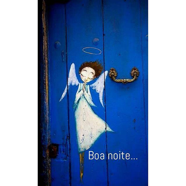 Que Deus envie anjos para guardar a tua porta.  Para guardar o teu entrar e o teu sair, o teu deitar e o teu levantar.  Guardar a tua vida, encher-te de paz, encher-te de bênçãos.  Amém.  ________FranXimenes  @franximenes_poesia  #blessed  #angels  #Godprotection