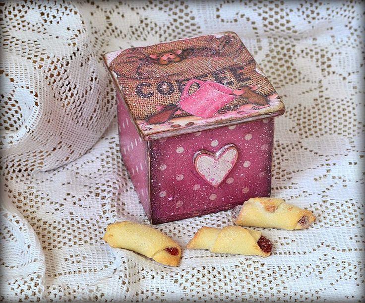 Короб в технике декупаж, детское, Размер: 6,5 см*6,5см*6,5см (общая высота с крышкой 7 см) Decoupage box, for kids, 6,5 cm*6,5 cm*6,5cm (max height 7 cm)