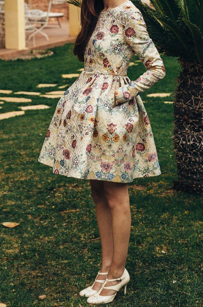Hay tejidos espectaculares, el brocado de este vestido es uno de ellos. En cuanto lo vi me enamoré perdidamente y supe que tenía que hacer algo con él.