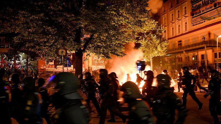 """Polizei löst """"Welcome to Hell"""" auf: G20-Proteste eskalieren in Hamburg"""