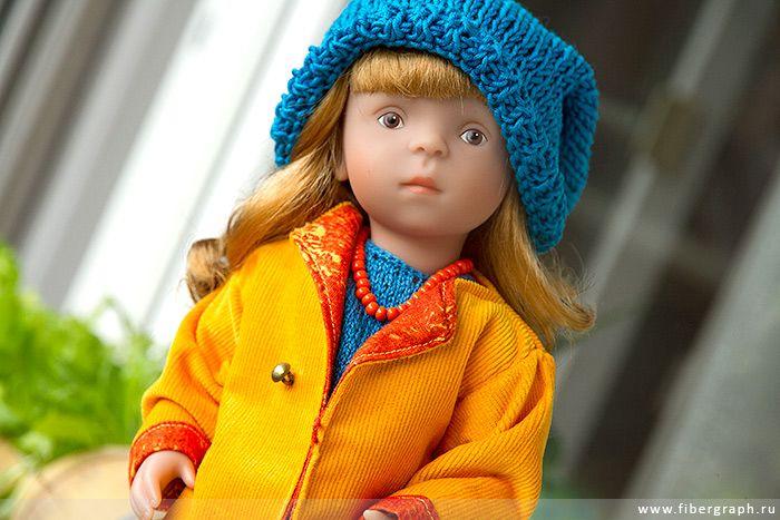 Käthe Kruse&Sylvia Natterer- Minouche Gala: blue beanie hat. #Minouche #Kaite Kruse #doll #handmade #knit #sew #hat #coat