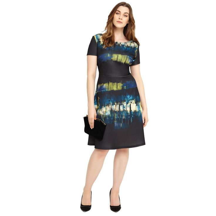 This flattering fit and flare dress features a bold graphic print and is made from a heavier scuba fabric, which gives it a wonderful drape on the body. The bodice is jersey lined and it fastens with a concealed back zip. It's a perfect smart daywear or workwear option.
