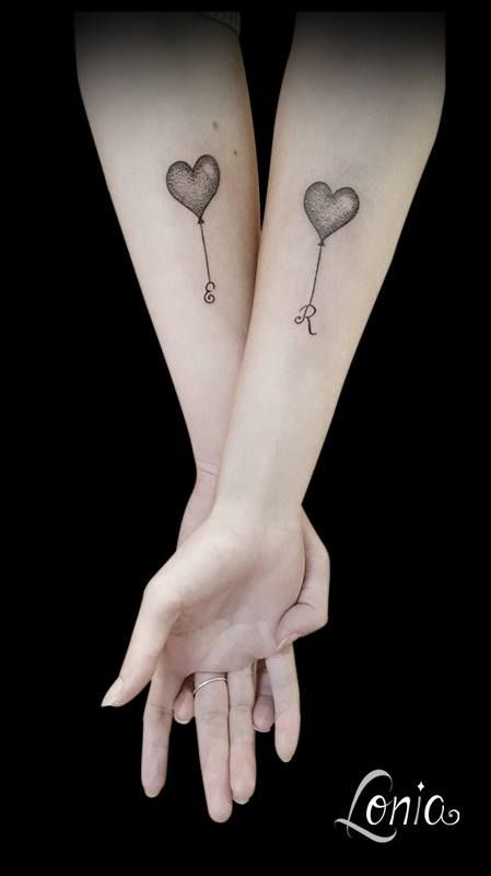 Tatouage Lonia Tattoo ballon ballons initiales tatouage soeurs couple duo dotwork dot