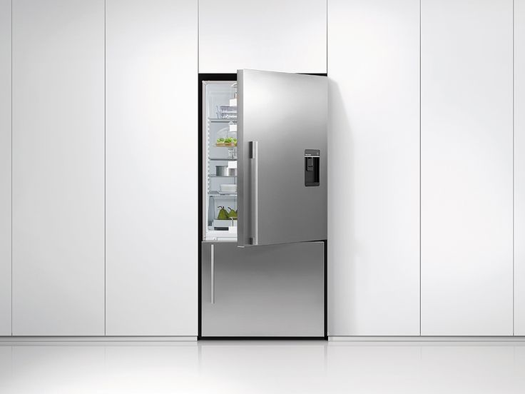 Fisher & Paykel ActiveSmart™ Fridge - 790mm Bottom Freezer with Ice & Water 519L (E522BRXFDU4). ActiveSmart™ technology has been given a new addition, an integrated water dispenser providing you with chilled filtered water and an internal ice maker for clean, crisp ice cubes on demand. With no impact on space in the freezer or refrigerator door, this is the perfect addition to the ActiveSmart™ family.