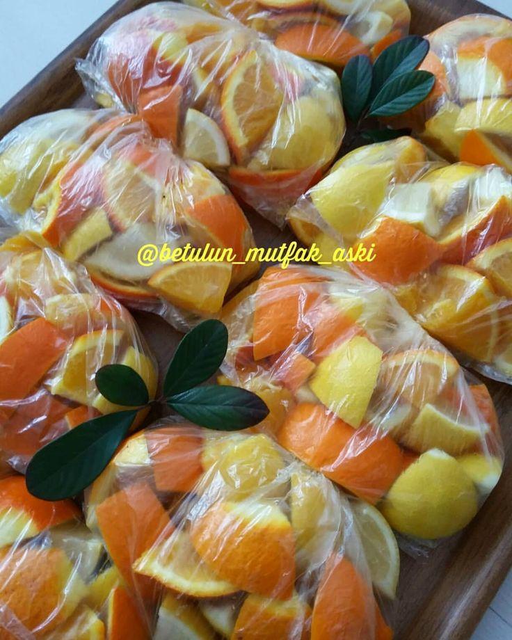 Hanımlar ben bu seneki limonatalık portakal ve limonlarımı da hazırlayıp buzluğa attım. Sizlere de hatırlatıyım dedim. Zamanını kaçırmayın😊…