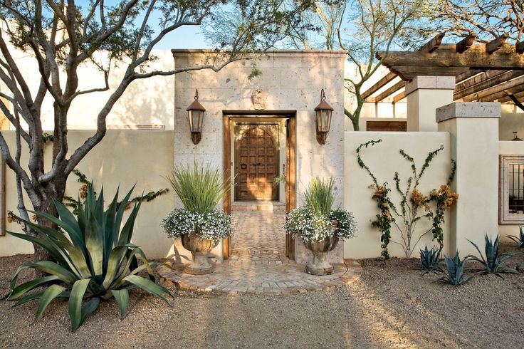 25 best ideas about mexican home design on pinterest for Homes with front courtyards