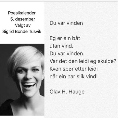 "I dagens poesikalender er det komiker Sigrid Bonde Tusvik som deler et favorittdikt: Hun ønsker seg vakre ""Du var vinden"", av Olav H Hauge fra samlingen Dropar i austavind, 1966. @sigridbondetusvik #sigridbondetusvik #olavhhauge #dikt #renpoesi #lyrikk #poesi #poesikalender"