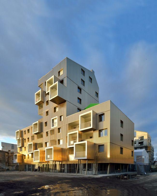Жилой дом Urban Dock в гавани Бордо по проекту Hamonic+Masson & Associés формирует акцент в застройке, оставаясь строго контекстуальным.
