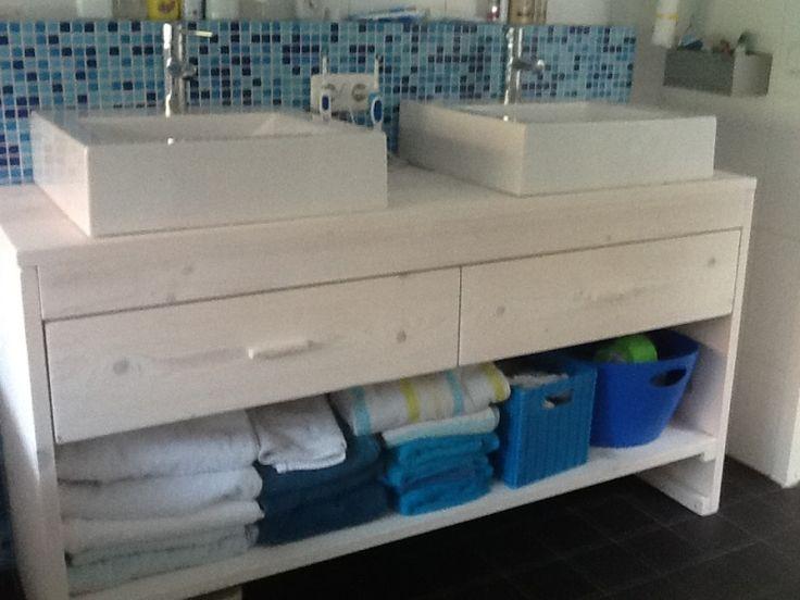 Badkamer meubel van steigerhout met 2 lades en schap wit badkamerinspiratie pinterest - Badkamer meubel model ...