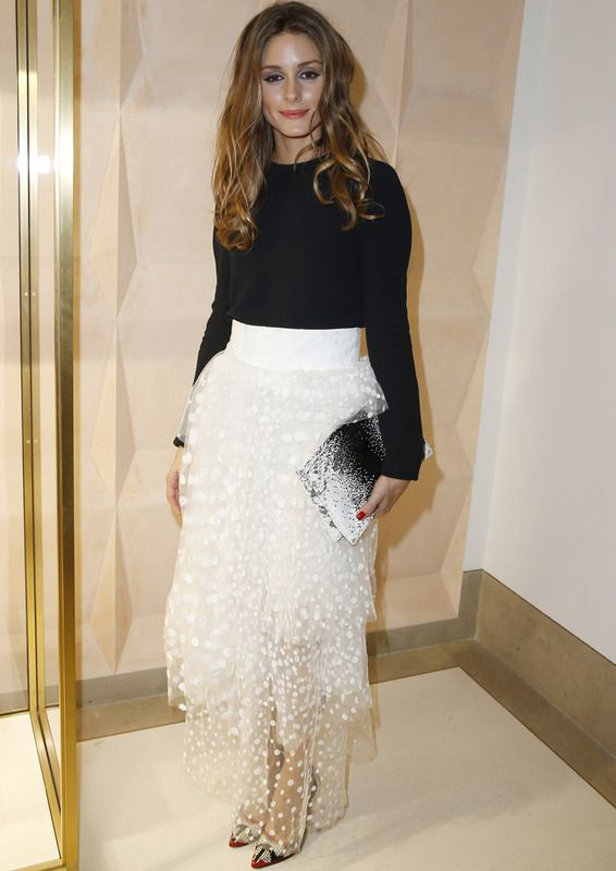 Olivia Palermo wears the black & white trend with a delicate skirt fantasy and basic top Chloé Fall 2013, portfolio also in black and white prints Dior and Manolo Blahnik salons.