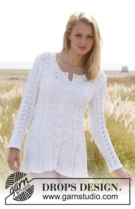"""Knitted DROPS fitted jacket with lace pattern and cables in """"Muskat"""". Size: S - XXXL. ~ DROPS Design"""