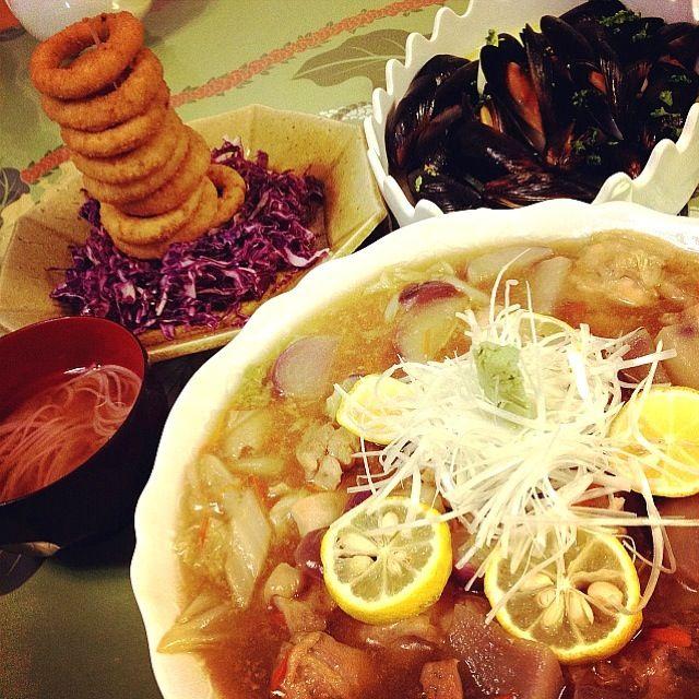 先日の「堤」の野菜の煮付けが印象的で、徹底的にだしにこだわり煮ました。 カボスの輪切りは「アイアンシェフ」よりアイディアを頂きました✨ - 238件のもぐもぐ - 「堤」風白菜・カブ・鶏肉の治部煮                                                    ・オニオンタワーと紫キャベツのコールスロー                               ・ムール貝のワイン蒸し                  ・にゅうめんお味噌汁 by 1125shino