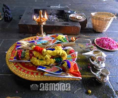 Glimpses of an old event - Sabarimala Festival Kodiyettu
