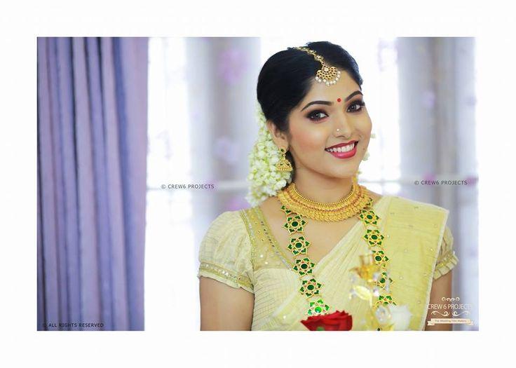 Kerala kasavu sari. Mundu set.White kanchipuram silk sari. Temple jewelry.Braid with fresh flowers.Malayalee bride. Kerala wedding. South Indian bride.tamil bride.telugu bride.kannada bride.South Indian wedding.Muktha Rinku Tomy engagement wedding.