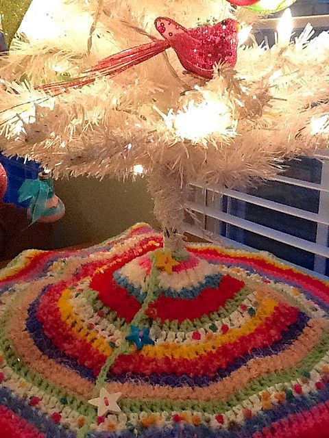 A FREE Pattern For You To Crochet This Stripedy Good Mini Tree Skirt