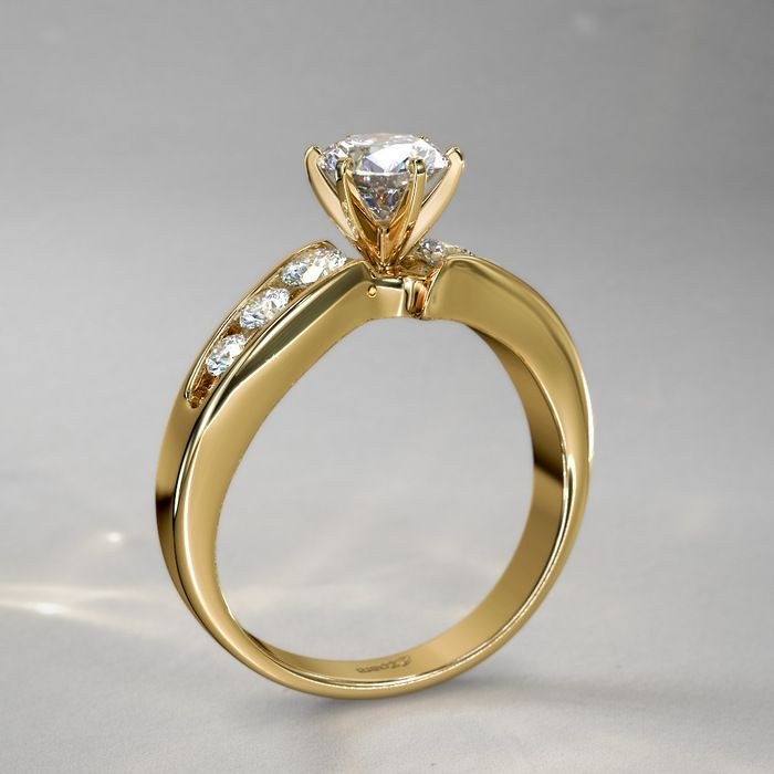 Anillo con Diamantes Corte Redondo de 2/3qt. en Oro Amarillo de 14k