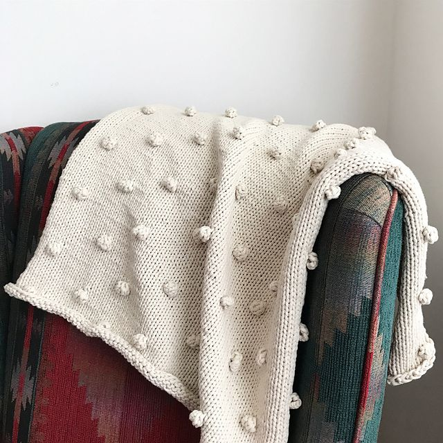Pebble is a perfect quick knit to gift a new baby.  FREE PATTER Ravelry