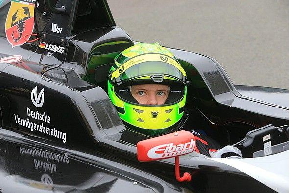 Die Deutsche Vermögensberatung sponsert nach Michael auch Mick Schumacher - Foto: DVAG