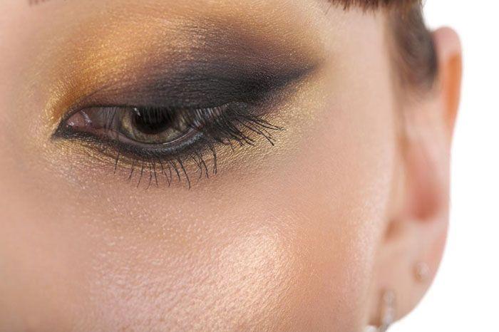 ¿Cómo crear unos ojos de gato sobre ojos almendrados? - En el artículo de hoy os enseñamos los pasos a seguir para conseguir un maquillaje espectacular de una manera fácil.