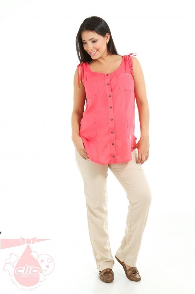 Para el trabajo en tu oficina durante el #embarazo puedes elegir entre los diseños que te trae Clío #Ropa #Materna. #Pantalones #maternos con diseños sobrios, cómodos y con estilo.  En esta imagen tenemos un pantalón en lino con sistema cómodo de fajón y elástico. La mezcla adecuada entre comodidad y estilo en #ropa de #maternidad