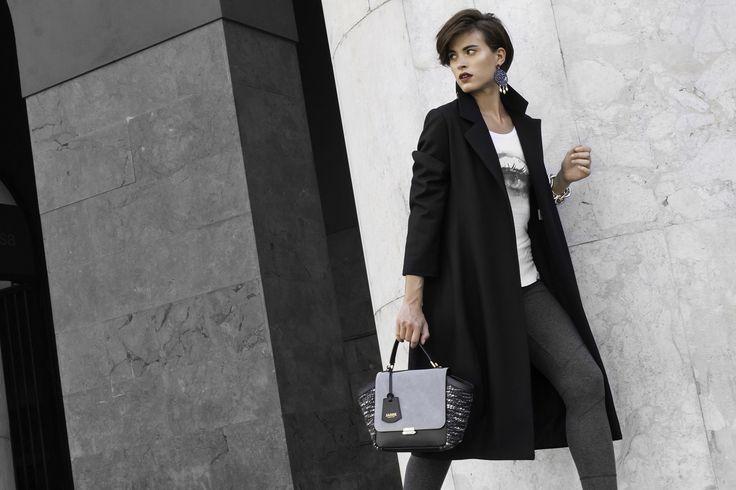 Un #outfit casual, ma dai dettagli chic e poco banali. Iniziando dalla borsa #London che con il suo mix di pelle e tricot rende il look intrigante e misterioso.  #jadise #fallwinter20142015 #madeinitaly #borse #bags #cool #fashion #moda #colori #outfit #urban #london