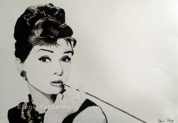 Ritratto della famosa attrice Audrey Hapurn, realizzato nel 2014 con carboncini neri e glitter (33 x 48)