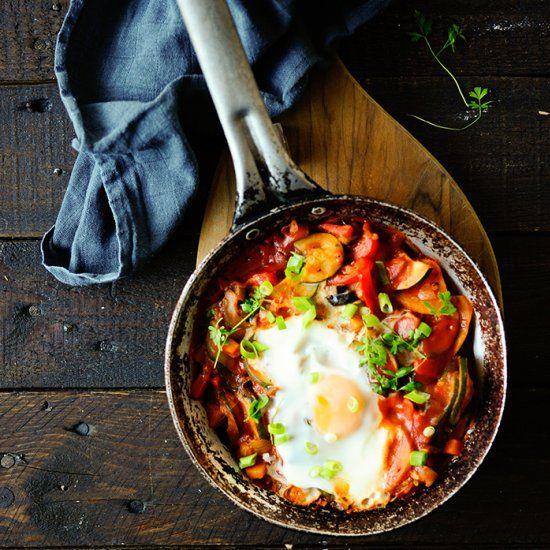 Яичница с овощами на завтрак: рецепт от Аркадия Новикова. Изображение номер 2