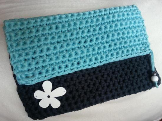 funda ipad de trapillo o neceser  trapillo 100% algodón,cierres magnéticos,abalorios crochet