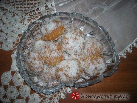 Μικρά γευστικά γλυκάκια, βουτηγμένα στην ινδική καρύδα, ανέξοδα και νηστίσιμα!