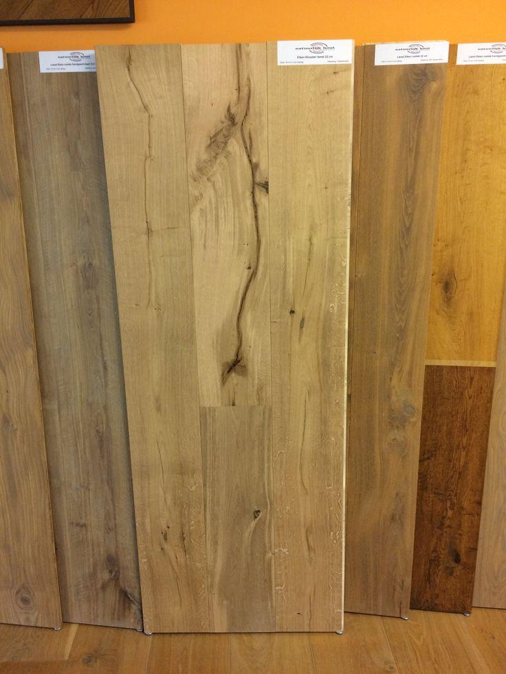 Een van de mooiste vloeren uit ons assortiment, die we dan ook graag extra onder de aandacht brengen! Een Eiken houten Kloostervloer in een breedte van 22 cm.