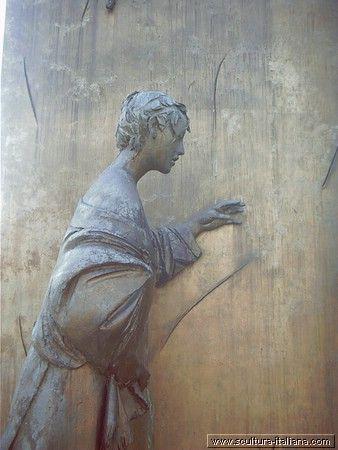 Giacomo Manzù , Monumento al Partigiano 1977 (particolare, Bergamo, Viale Papa Giovanni XXII)