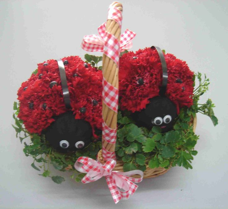 animal flower arrangements | These cute ladybirds are made from red carnations. For instructions on ...