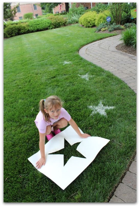 Decorate your backyard with stars using nothing but paper and flour