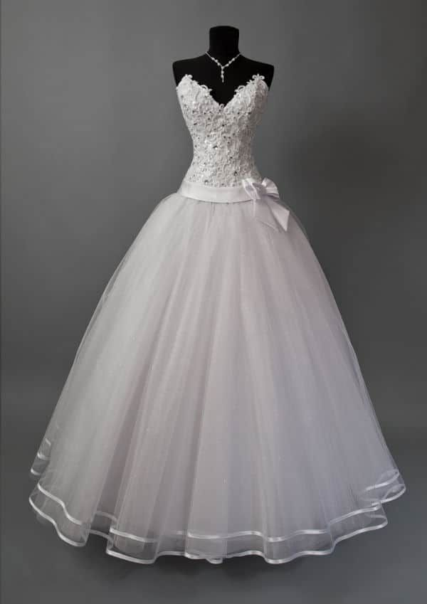 Best Wedding Dress Styles For Short Curvy Brides Trendy Wedding Dresses Wedding Dress Sleeves Short Wedding Dress