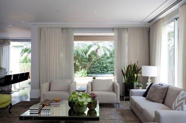 Casa com decoração clássica e iluminação natural (Foto: Marco Antonio / divulgação)