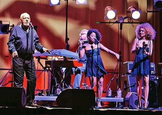 Джо Кокер видео с концерта талантливейшего музыканта. История жизненного пути, карьера и творчество маэстро Джо Кокер видео и описание.