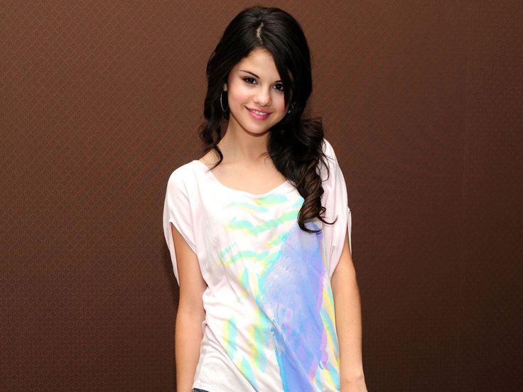 Beautiful Popular Celebrity Selena Gomez   Images